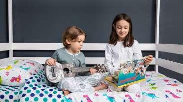 Ожившая сказка с детскими музыкальными инструментами.